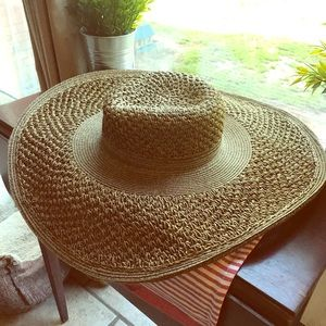 Brown Colored Summer Women's Straw hat NWT